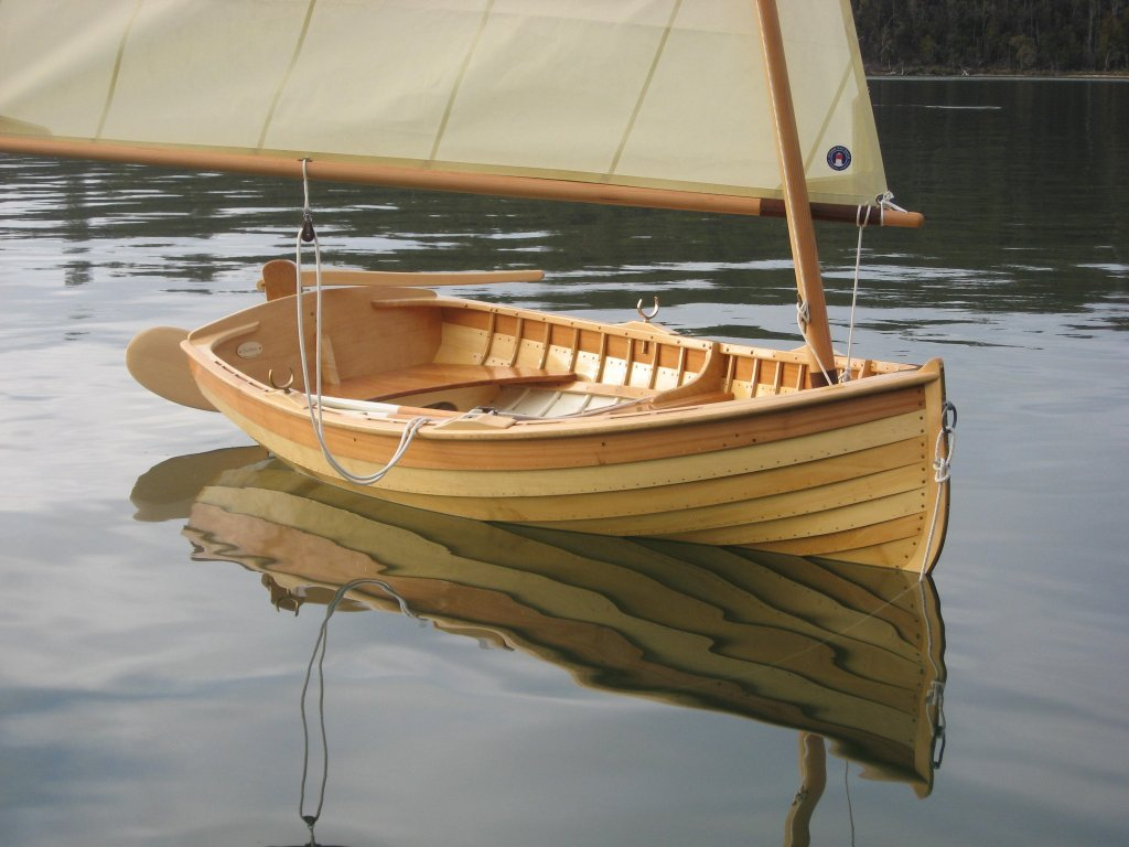 Gartside 10 clinker dinghy
